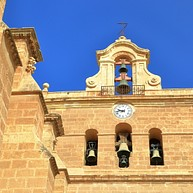 wuestenaehnliche landschaft in andalusien