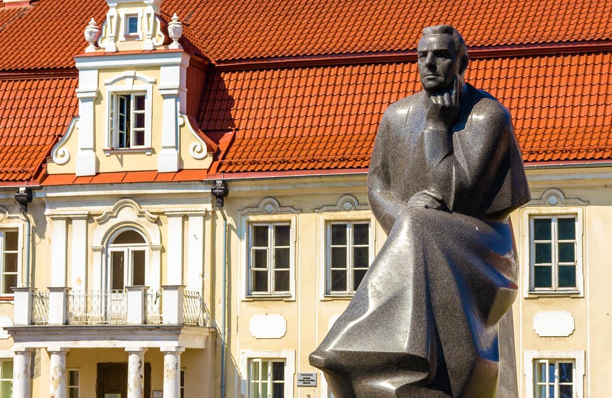 kaunas palace sculpture