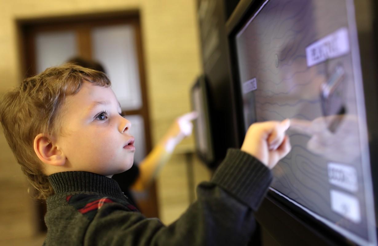 kid in science museum
