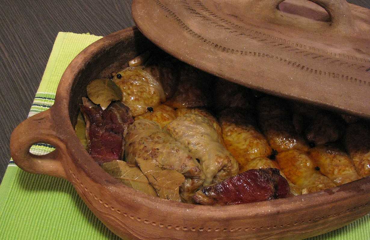Serbian Sarma, a national speciality, taken from the Bulgarians, made of chopped meat with cabbage leaves and cooked in traditional pottery.