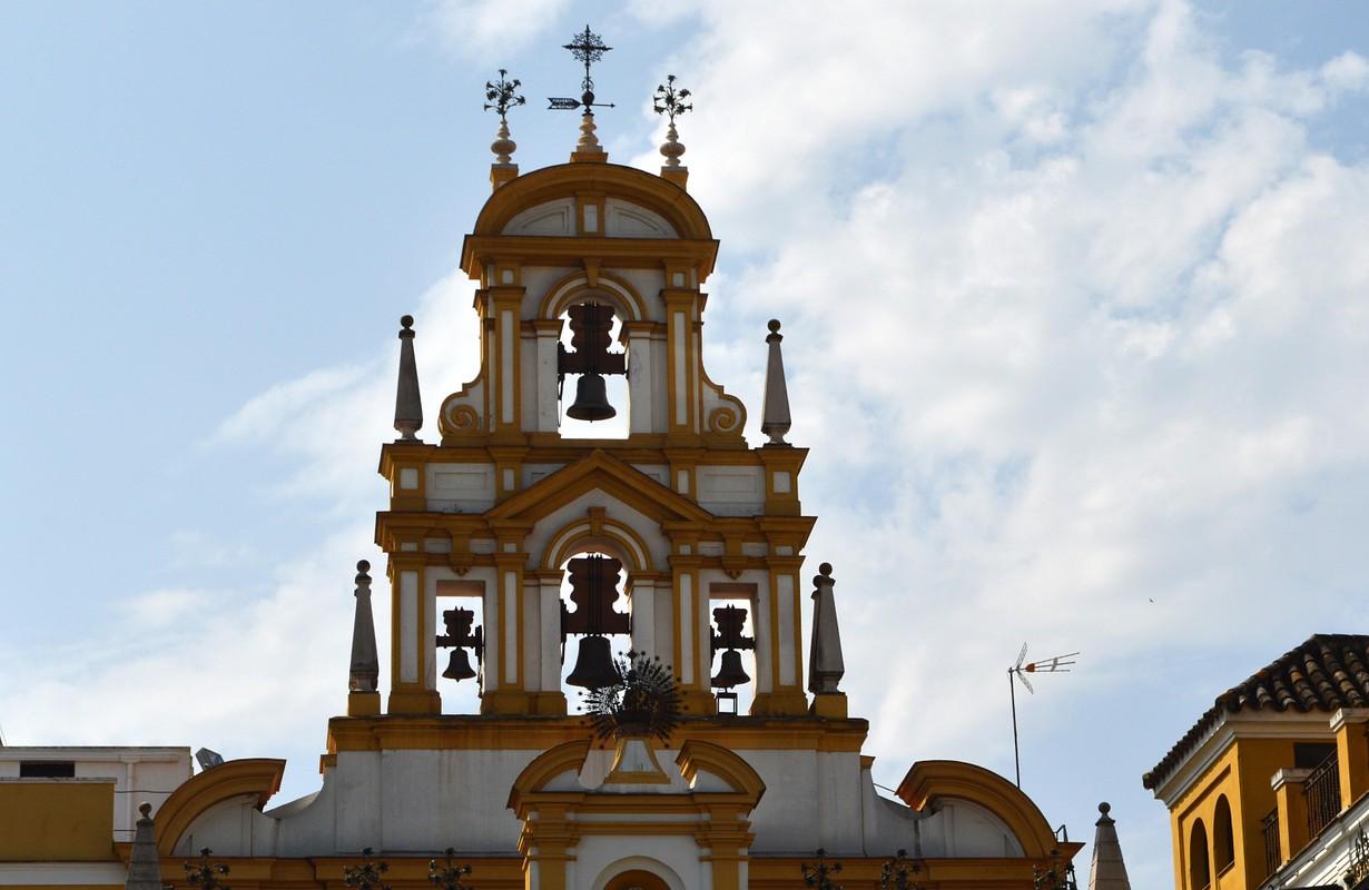 Campanario del Templo de la Macarena en Sevill