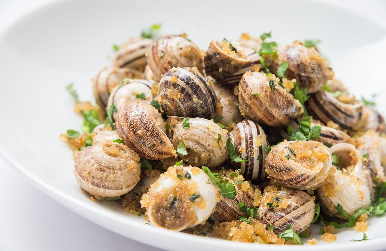 Gratinated snails dish