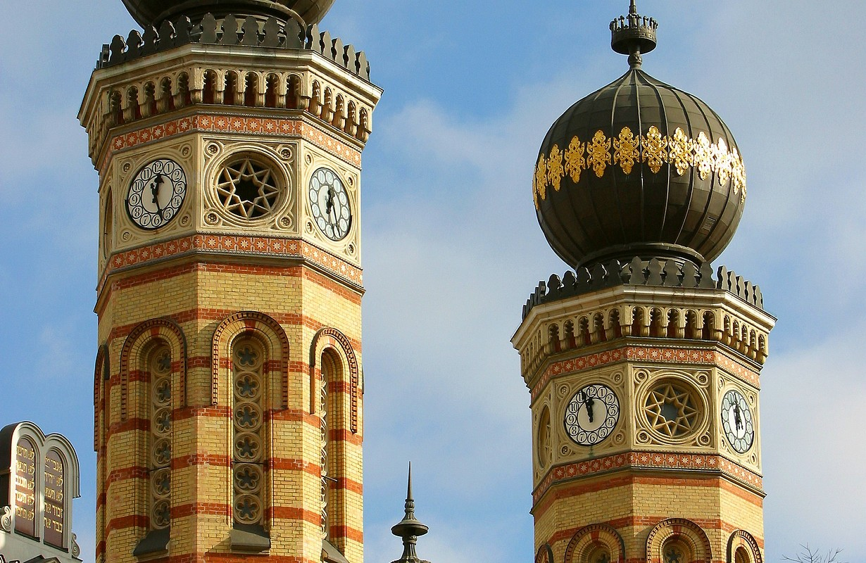 towers of the great synagogue