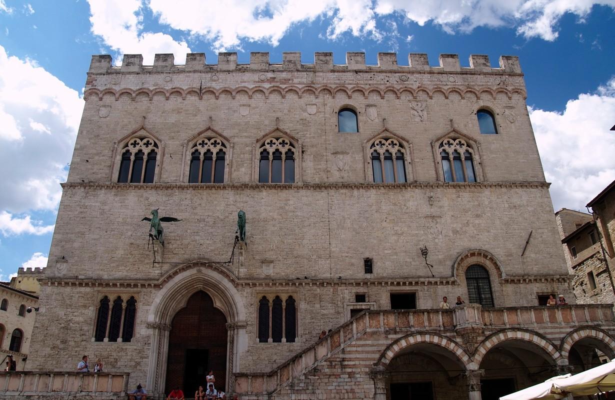 Palazzo dei Priori - Facciata