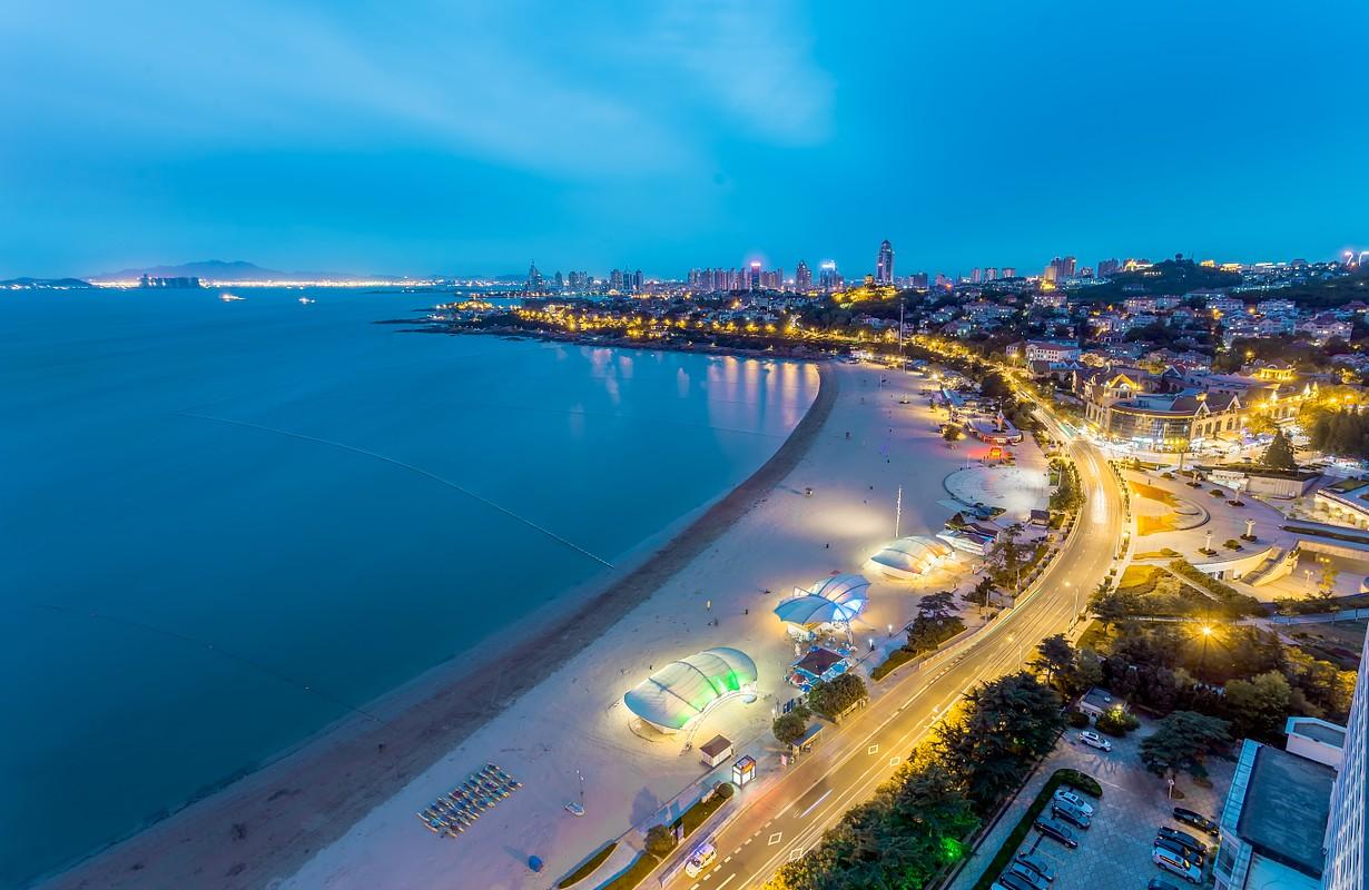 Seaside Promenade / 海边漫步, Qingdao