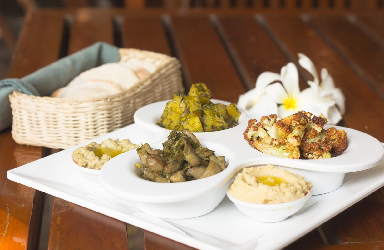 set of 5 mezze dishes