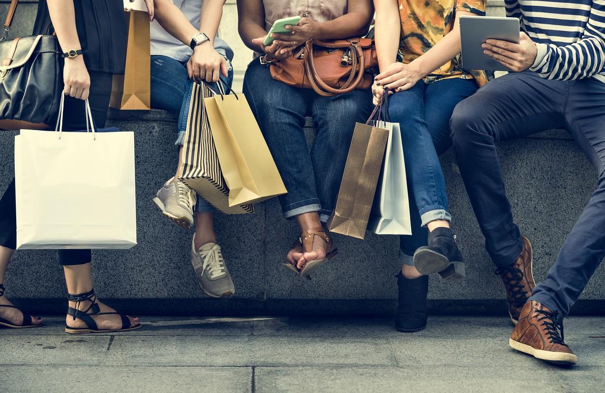 Group friends at a shopping district - Atlanta, Gerogia