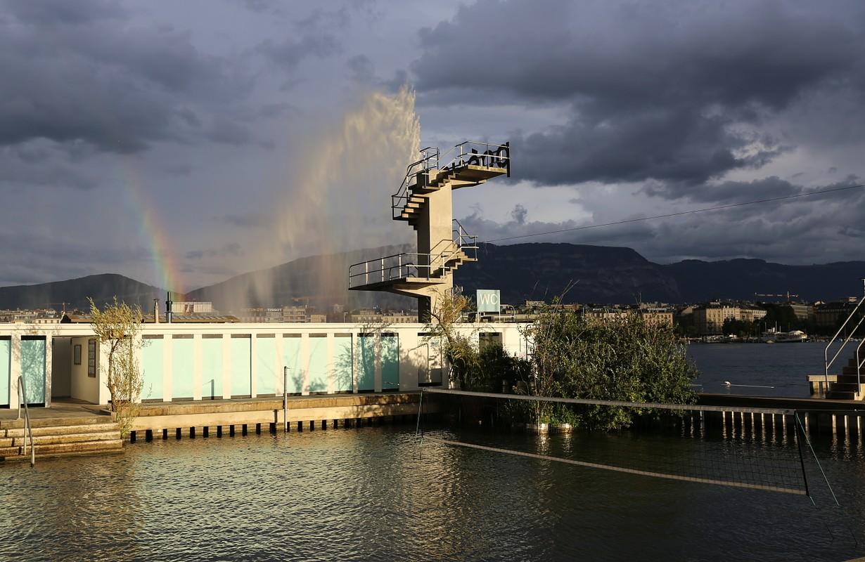 Les bains des Pâquis à Genève le 14 août 2015.