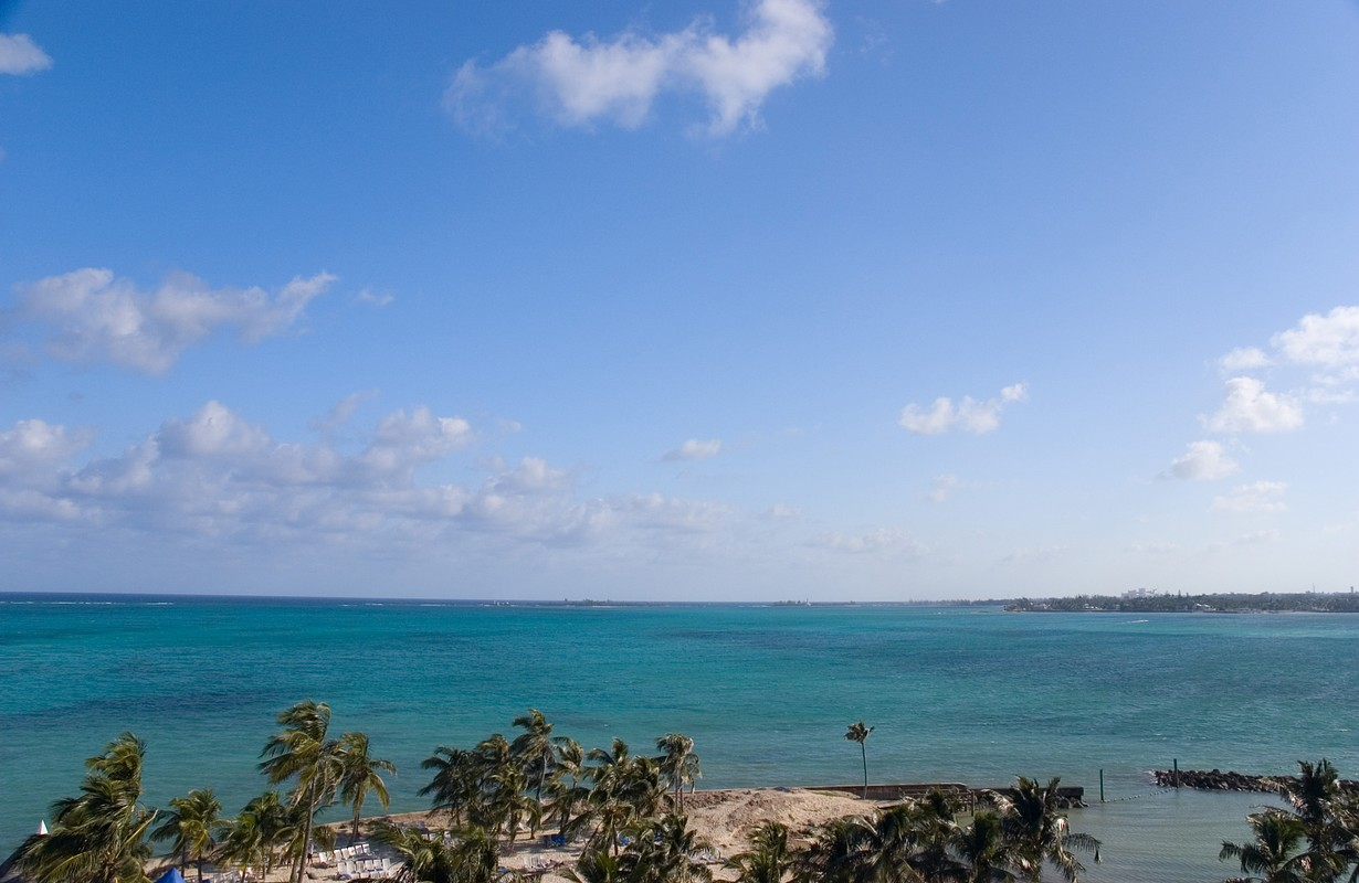 A landscape shot of Cable Beach in Nassau