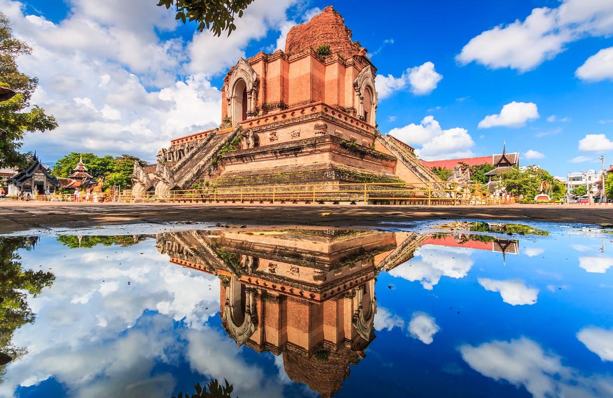 Ancient pagoda at Wat Chedi Luang temple 700 years in Chiang Mai