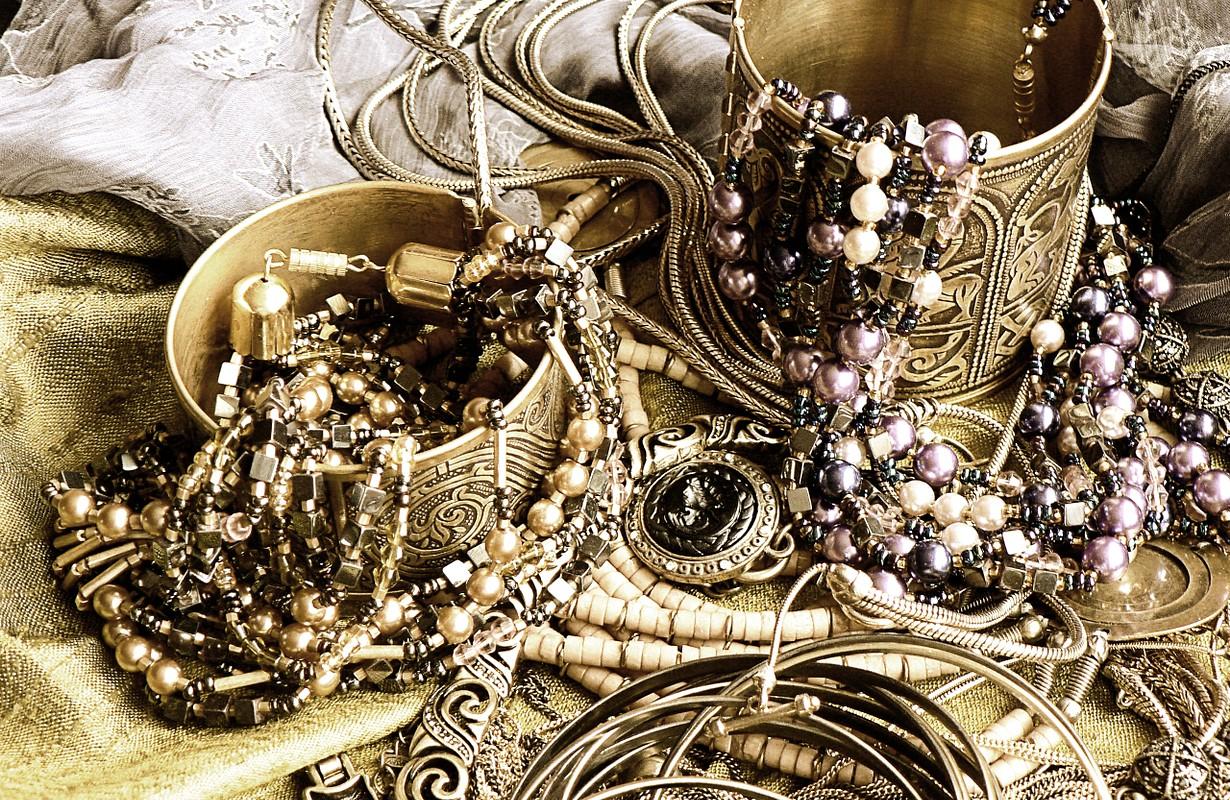 art jewelry vintage background