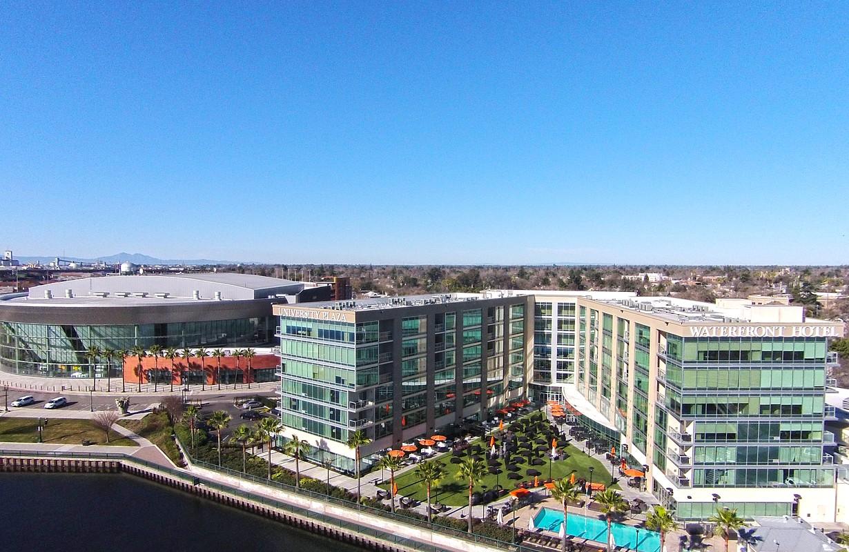 University Plaza Waterfront Hotel