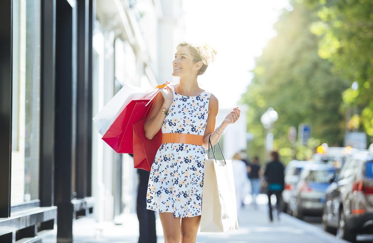 rich beautiful girl shopping in avenue