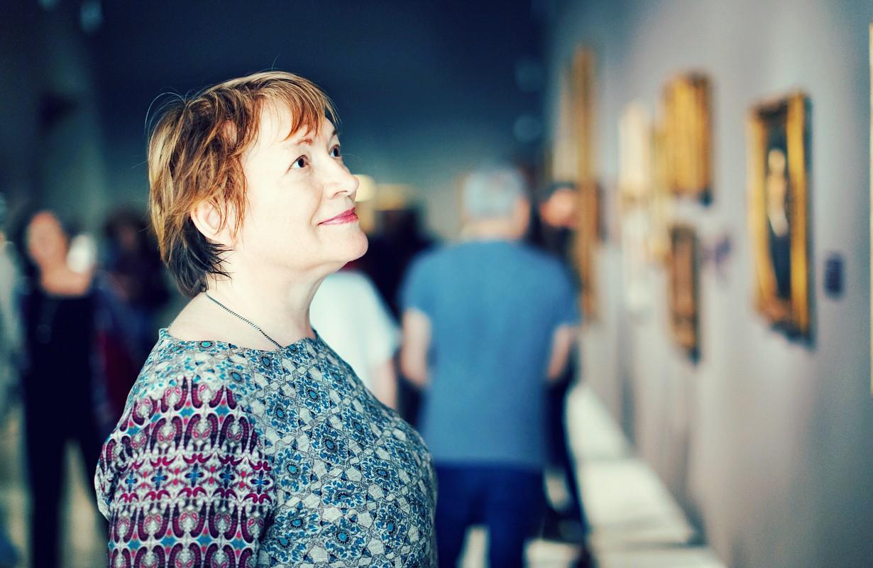 Senior woman visiting museum.
