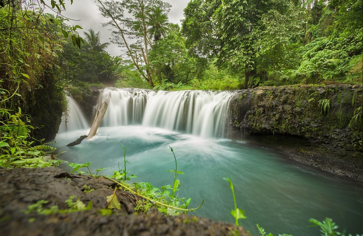 togotogiga waterfall samoa