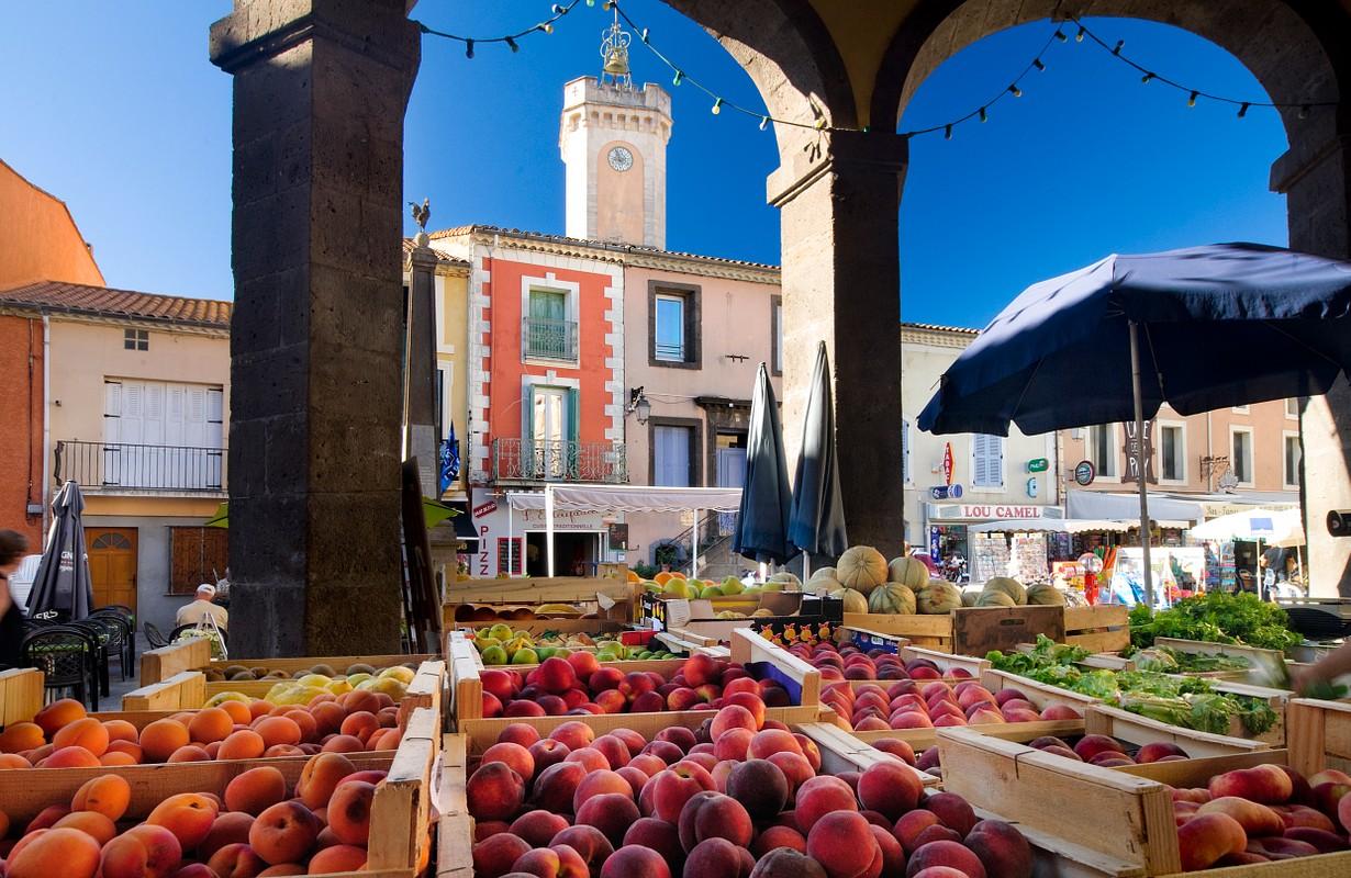 Vias, covered market