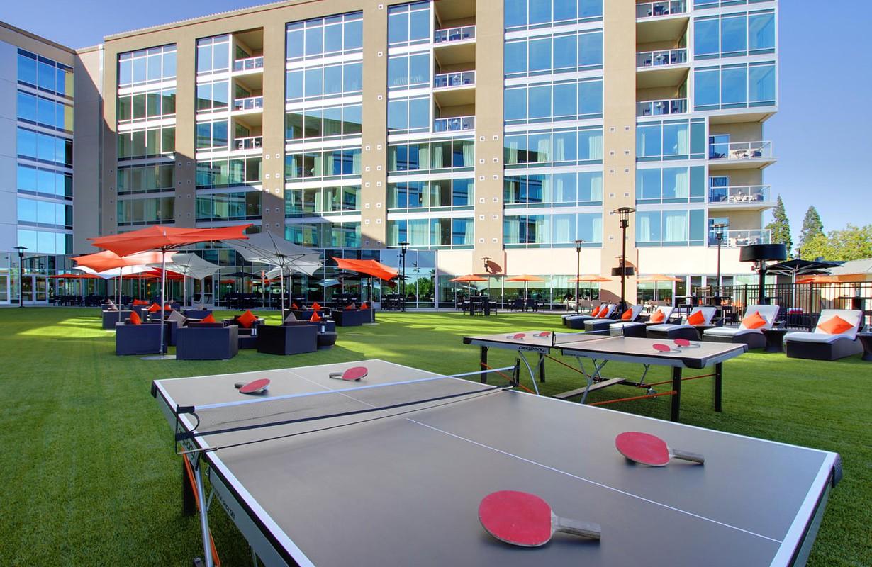 University Plaza Waterfront Hotel Courtyard