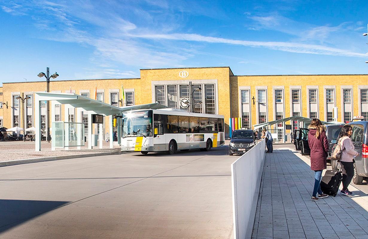 Public transport on Stationsplein
