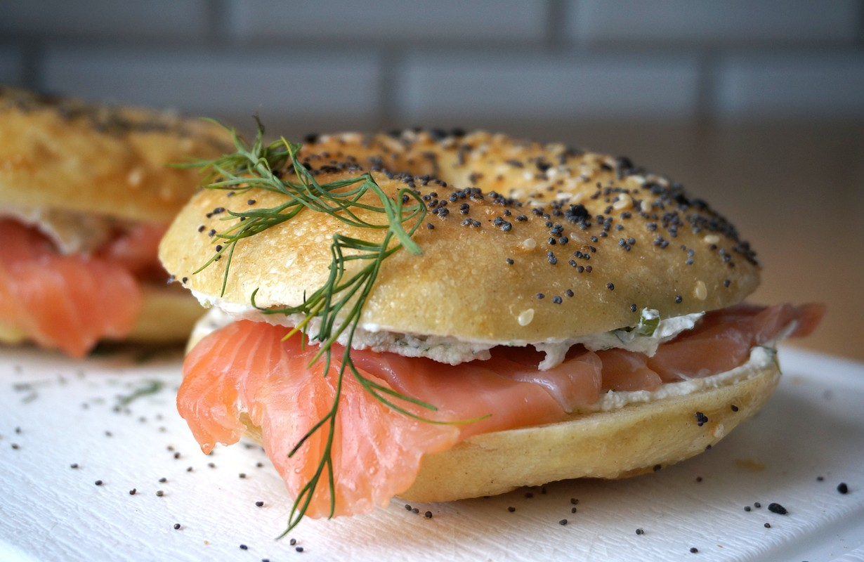 American bagels with smoked salmon, cream cheese and dill