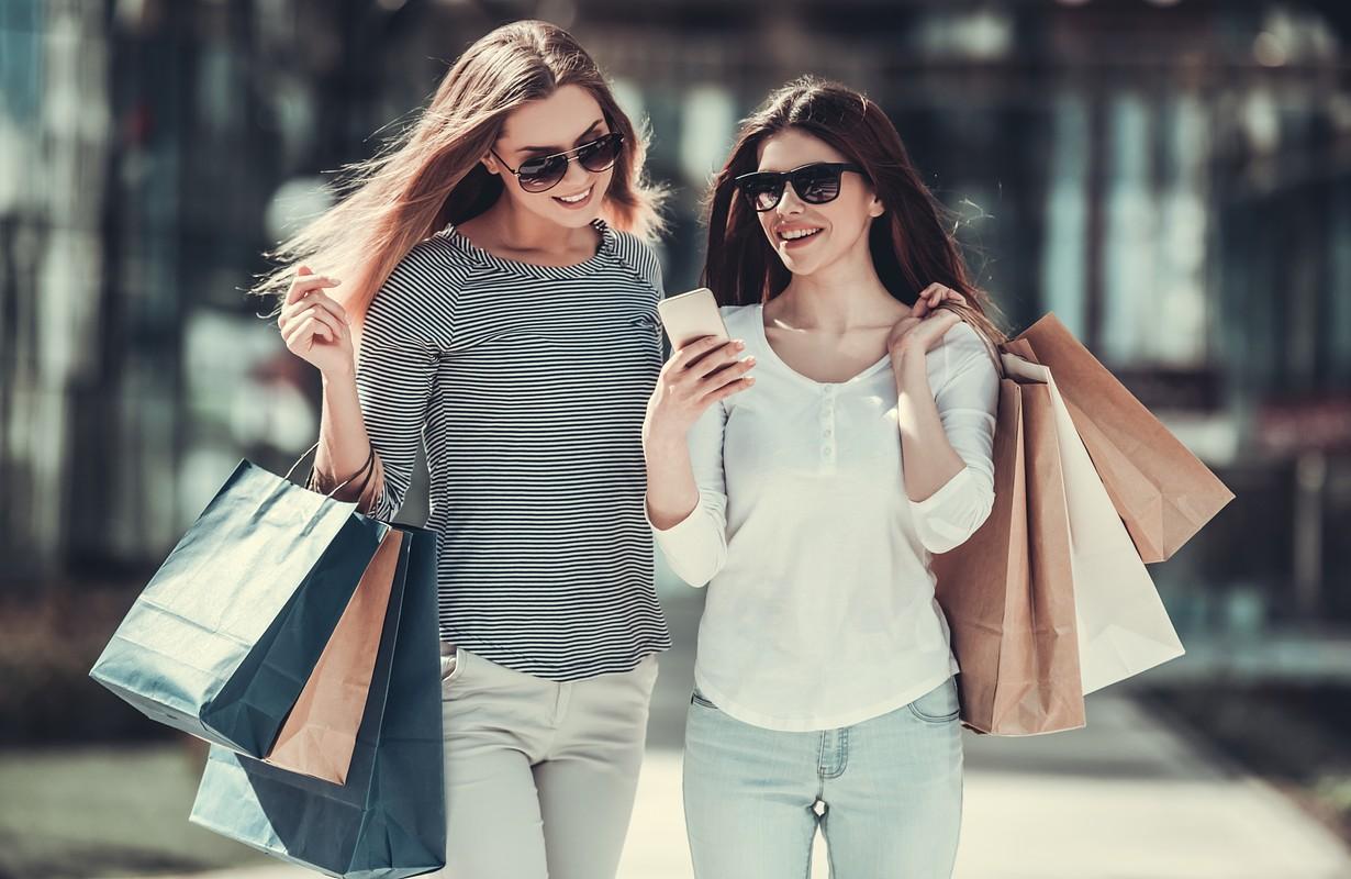 Women carrying shopping bags - Florida