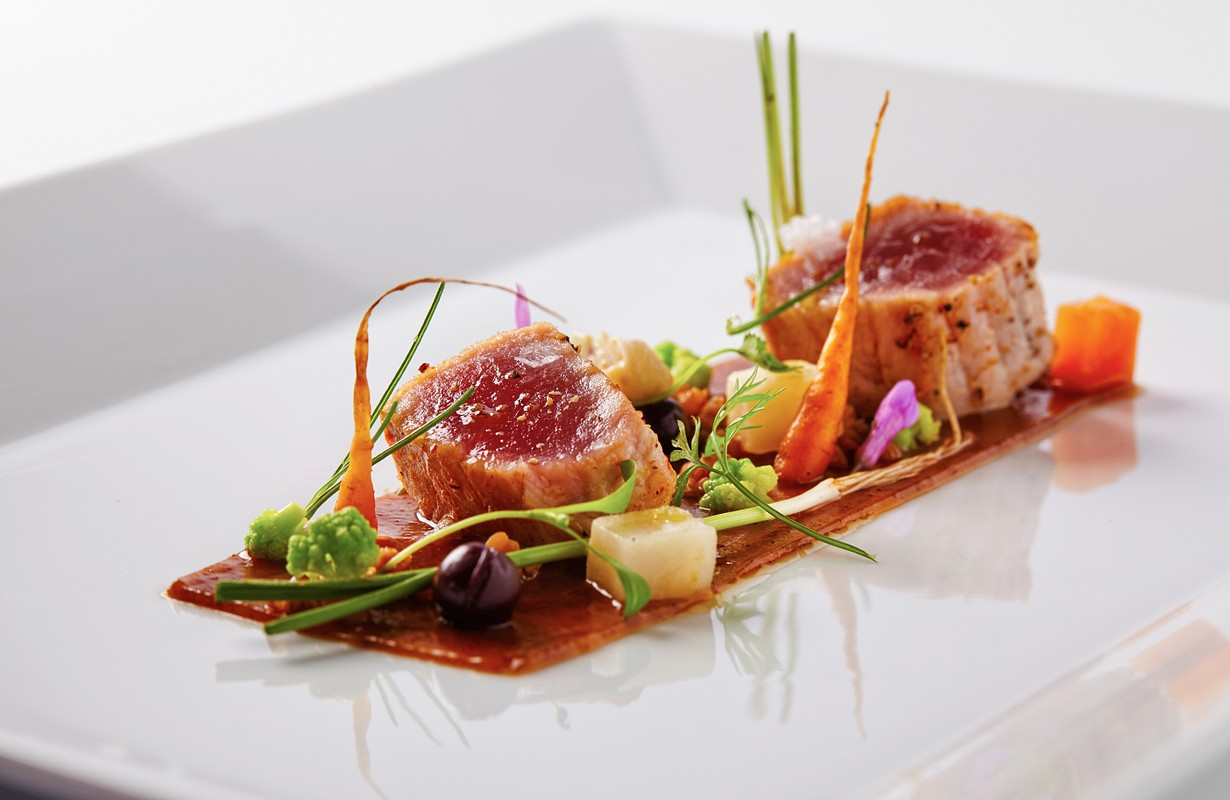 Yellow fin tuna with fresh vegetables and soya sauce - Image