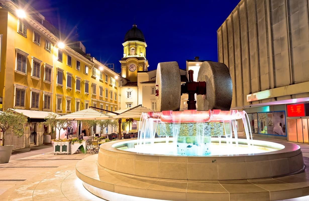 Rijeka square and fountain by night