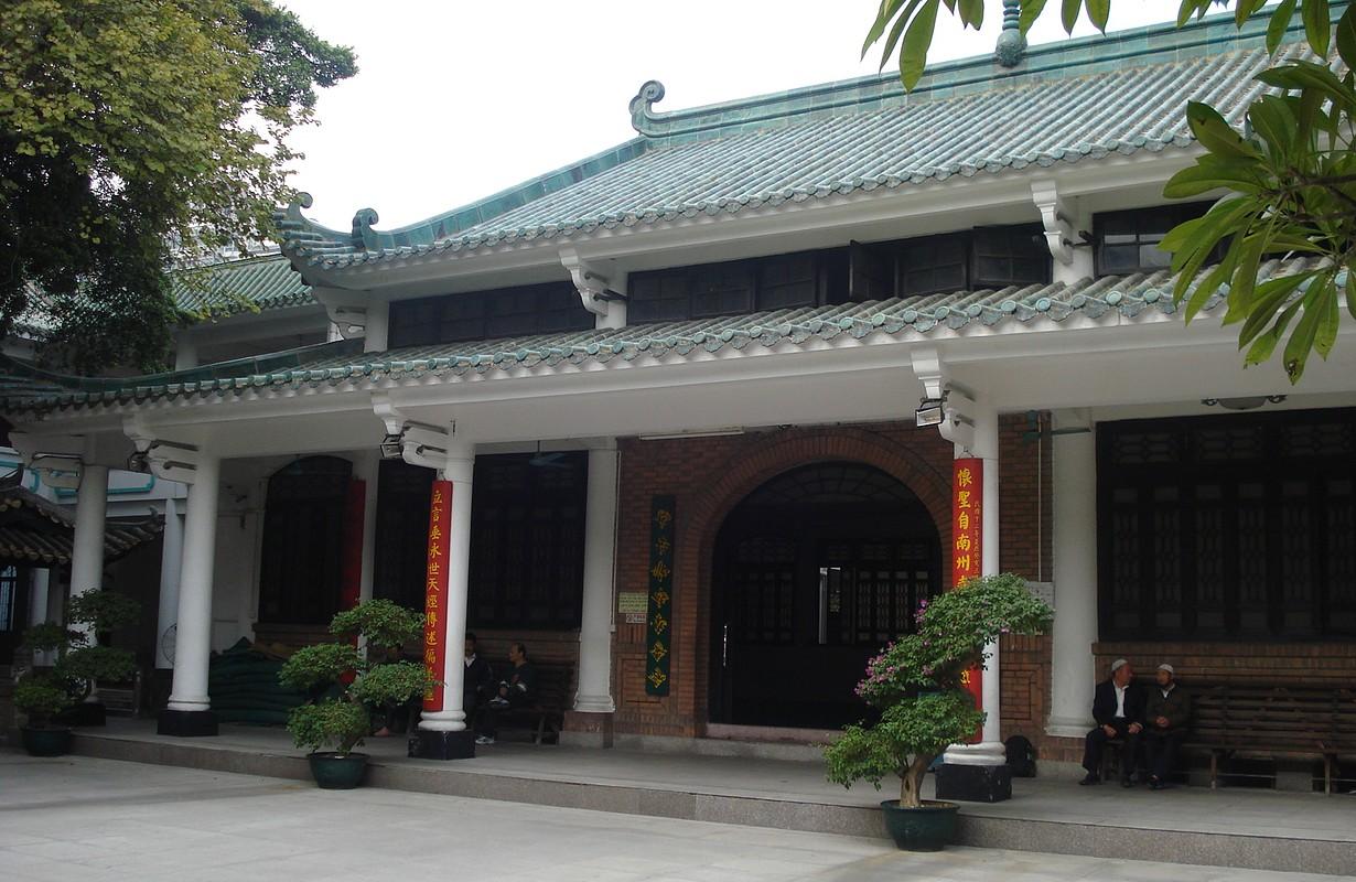 Huaisheng Mosque in Guangzhou, China.