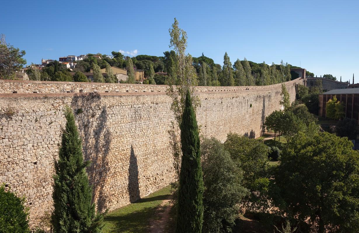 Spain, Catalonia, Girona, Passeig de la Muralla, old city wall fortification
