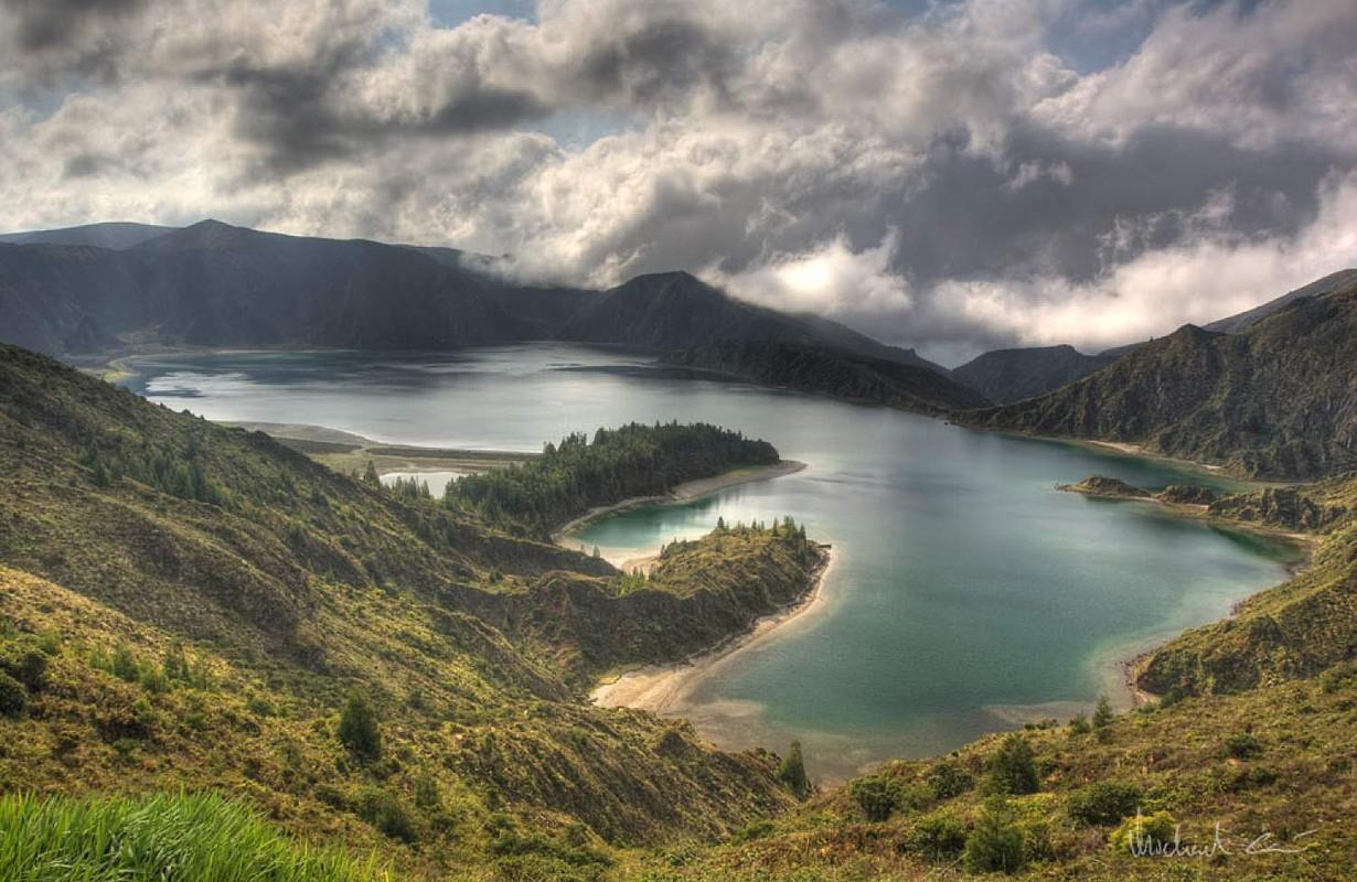Lagoa do Fogo, crater lake on Azores.