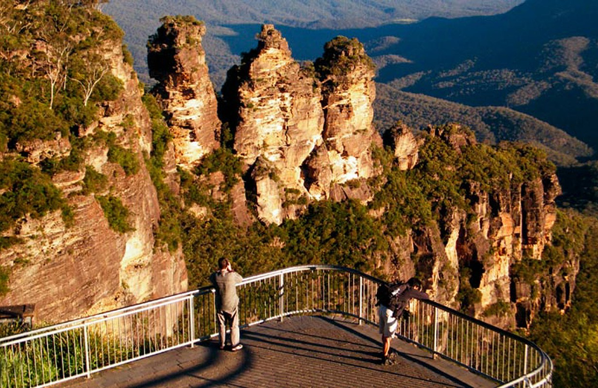 Three Sisters Echo Point Lookout