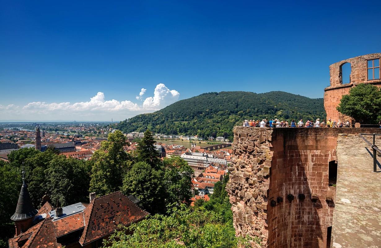 Schlossruine und Altstadtblick