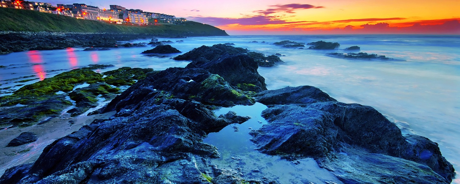 Sunset by the ocean in Newquay, Cornwall, UK