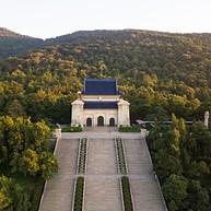 Dr. Sun Yat-sen's Mausoleum / 中山陵