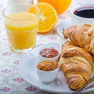 Le Petit Café & Bakery