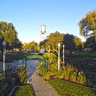University Park Discovery Trail & World Peace Rose Garden (Sendero de descubrimientos y jardín de rosas dedicado a la paz mundial en University Park)
