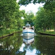 Łódź wycieczkowa na rzece Nättrabyån