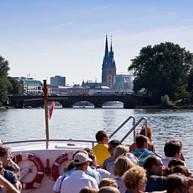 Båtturer runt hamnen och Speicherstadt