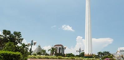 Tugu Pahlawan (Heroes' Monument)