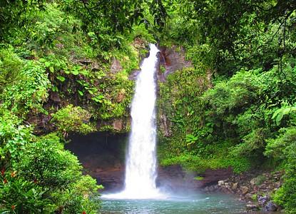 Tavoro Waterfalls Fiji Arrivalguides Com