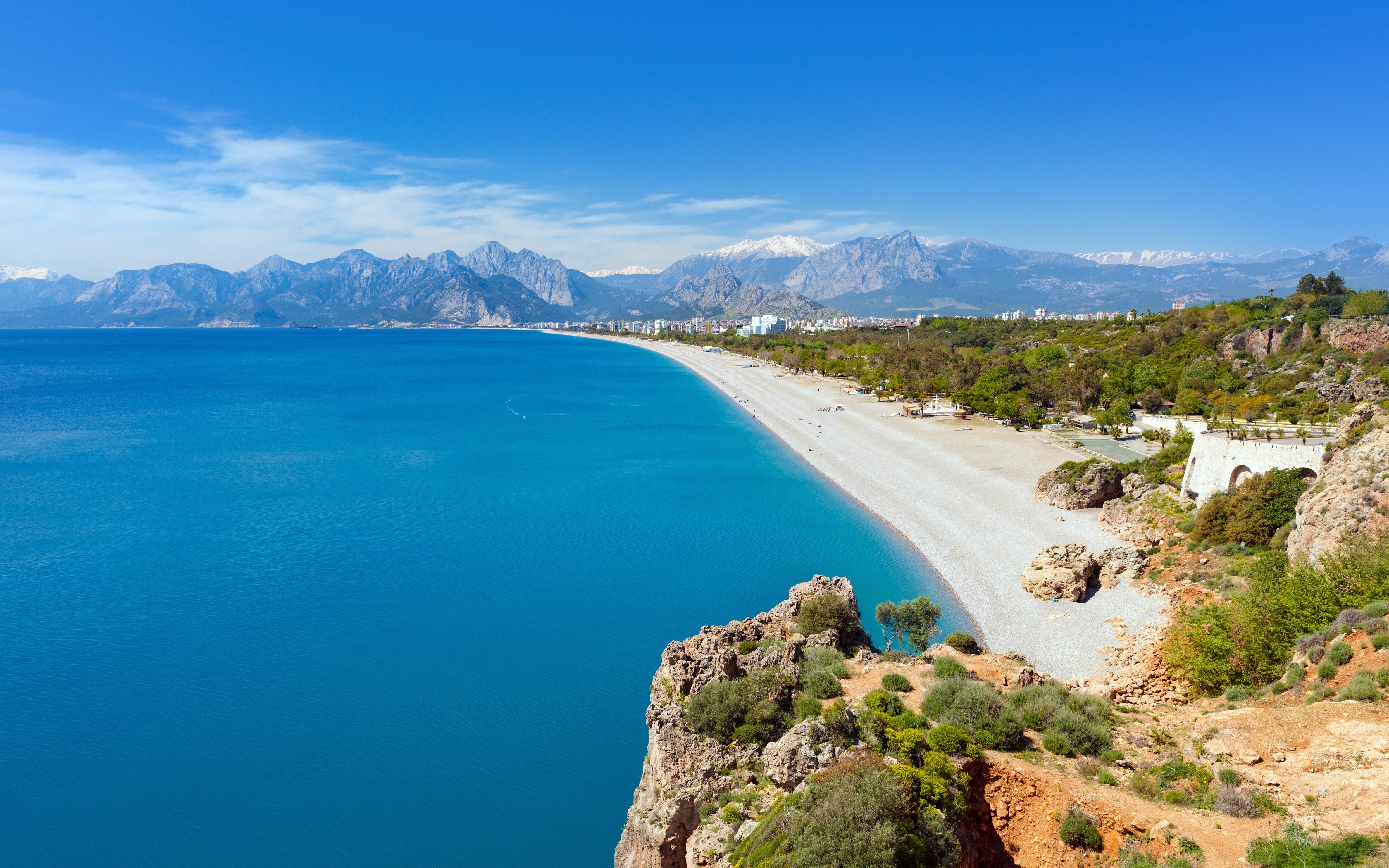 Konyaalti Beach - Antalya - Arrivalguides.com